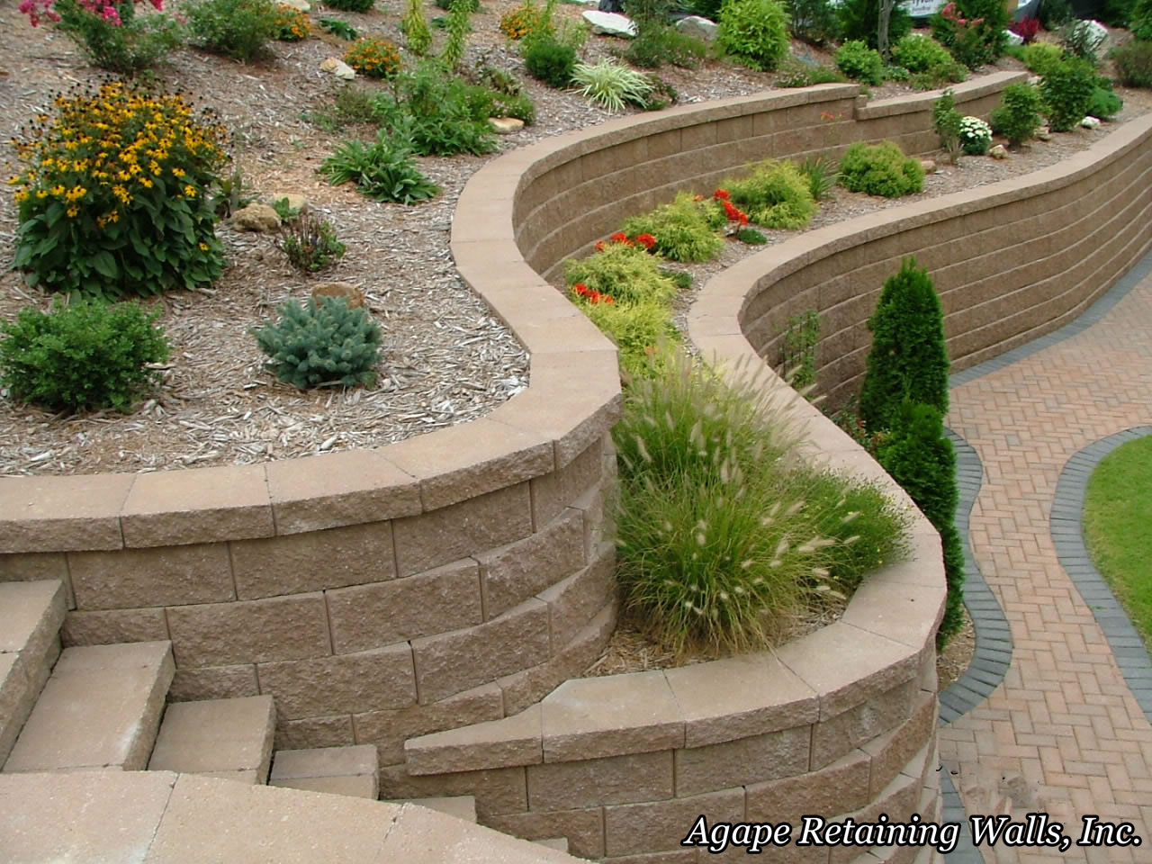 Outdoors pathways walls pavers bricks hardscapes on for Block garden wall designs