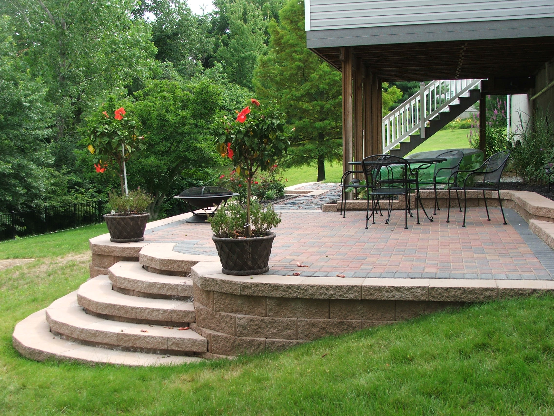 Merveilleux ... Curved Steps To Paver Patio. This Set Of Concrete Retaining Wall ...