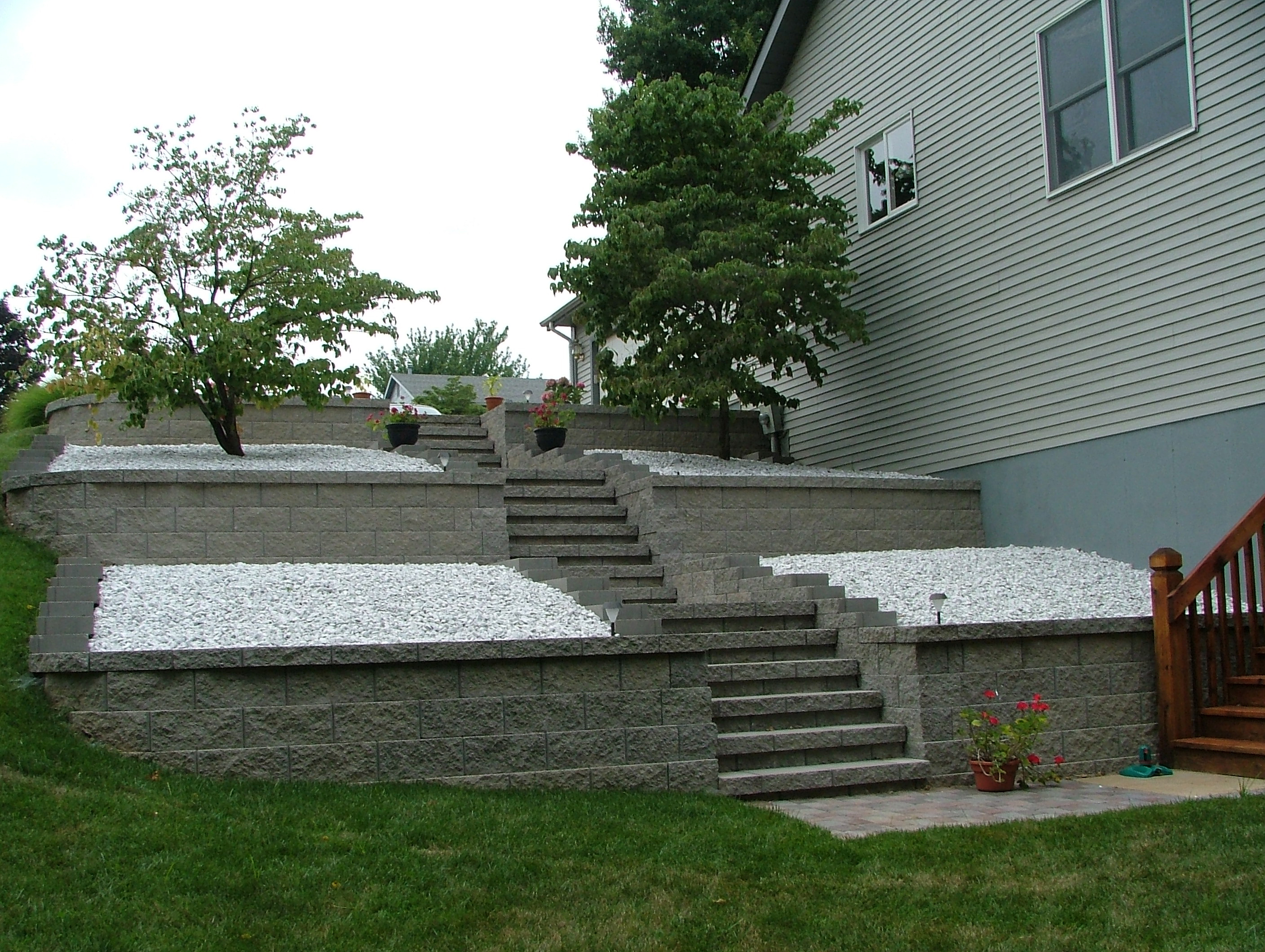 Retaining wall steps album 4 agape retaining walls inc designed and installed these retaining wall concrete block steps this type of step design fans out solutioingenieria Images