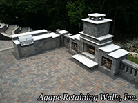 Retaining Wall Outdoor Living Kitchen | St. Louis, MO